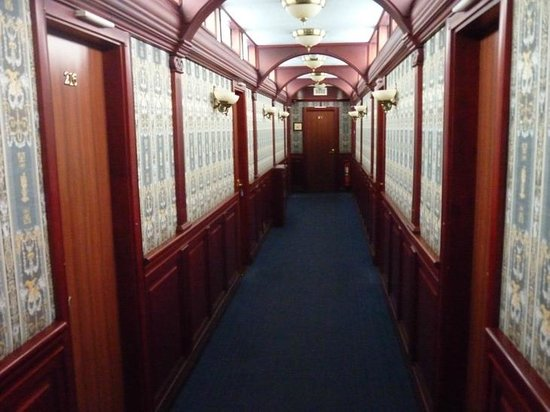 Bogdan Khmelnitskiy Hotel: corridor