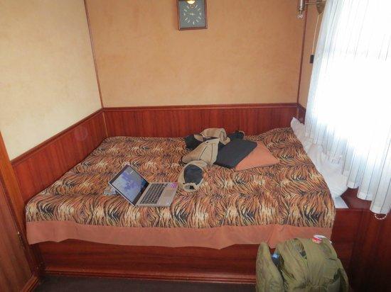 Bogdan Khmelnitskiy Hotel : Duble bed