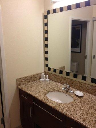 Residence Inn Toronto Vaughan: King Suite - Sink