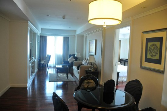 Centre Point Hotel Silom: Front room