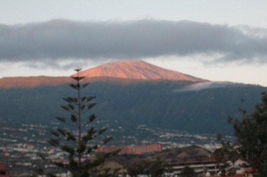 Hotasa Puerto Resort Canarife Palace: Widok z pokoju hotelowego na wulkan El Teide