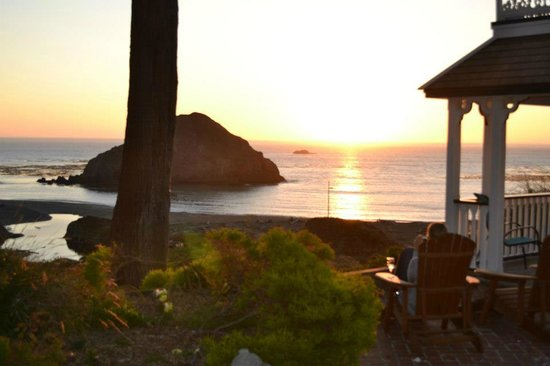 The Elk Cove Inn & Spa: Sunset