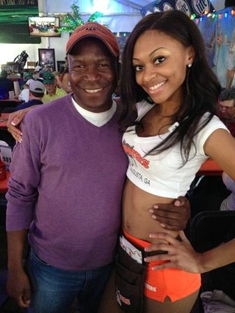 Hooters: Beauty and the best!