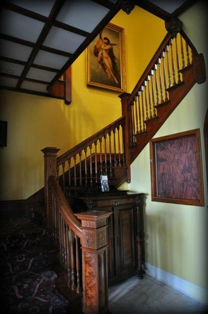 The Courtyard at Lake Lucerne: Beautiful original staircase in Dr. Phillips House