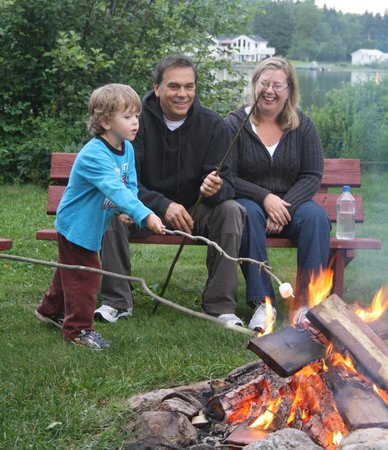 Woodland Echoes Resort: Family Bonfires