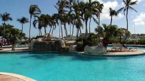 Paradise Island Harbour Resort All Inclusive: Nice pool area