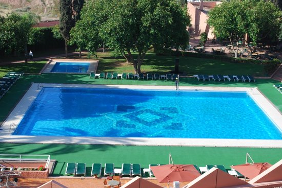 Hotel Atlas Asni: pool from 4th floor balcony