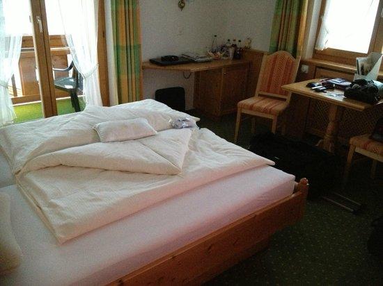Sport & Wellness Hotel Post: Zimmer 403 vom Eingang