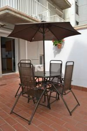Apartments Figueres: Terraza