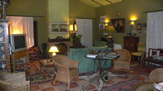 Cortijo Zalamea: uno de ls baños de la casa 'BERROCAL'Vista del salon recepcion