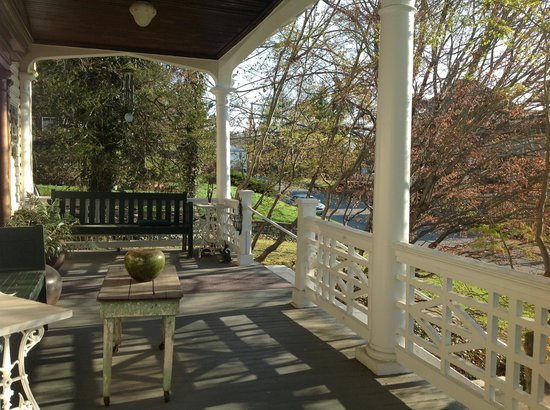 Olde Staunton Inn: On a beautiful spring morning...