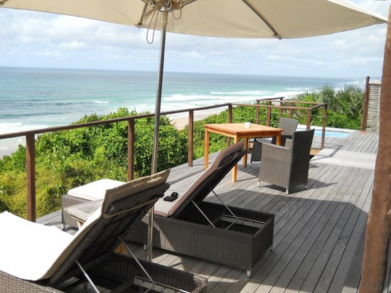 Massinga Beach Lodge: The deck