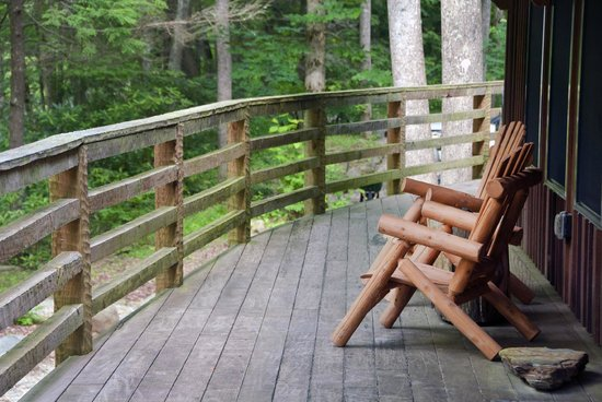 Nantahala River Lodge: The deck is a peaceful place to enjoy the scenery