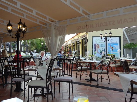 Daniel's Steak and Chop: Dine under the canopy!