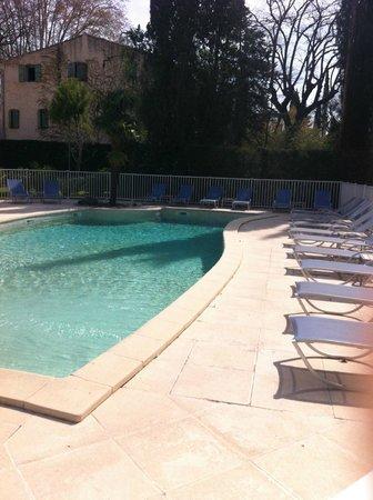 Novotel Aix en Provence Pont de l'Arc : La piscine