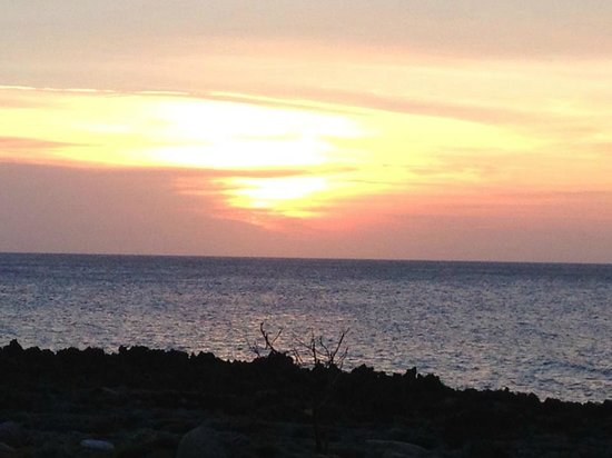 Blenny House and Cabins: Best view of the sunset on the island!