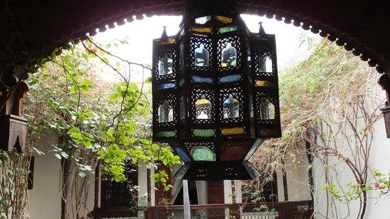 Riad Samsara: View to courtyard