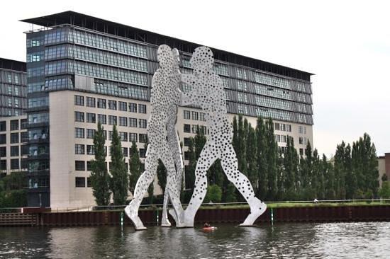Berlin Urban Adventures: Symbol of war & peace.