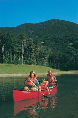 Smugglers' Notch Resort: Canoeing at Smugglers' reservoir