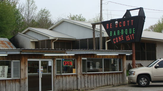 Scott's Barbecue: I dont Know where those picture of blue and white barbecue place is at but it not in Lexington ,