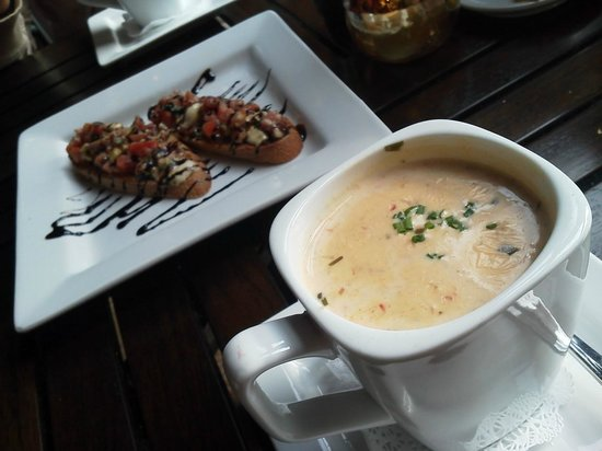 City Square Steakhouse: Signature Seafood Bisque and Bruschetta