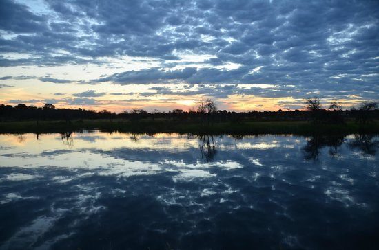 Leroo La Tau: Sunset over Boteti River