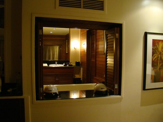 Century Langkawi Beach Resort: Jacuzzi & Rest rooms