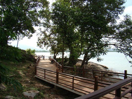 Century Langkawi Beach Resort: walk way