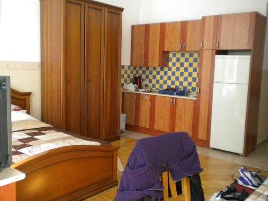 Budapest Best Apartments : armadio e cucina