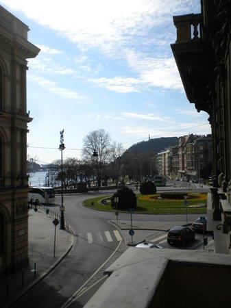 Budapest Best Apartments: vista dal balcone (clark adam tér)