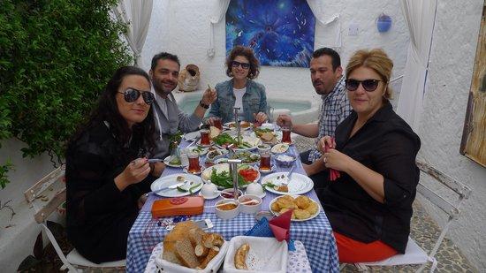Kurabiye Otel: Arda'nın Mutfağı ekip
