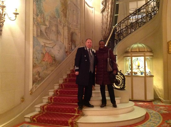 The Ritz London: Natalia ed uno dei concierge