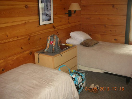 Alta Lodge: original room with two twin beds