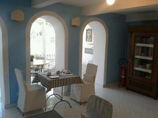 Hotel La Bougainville: sala colazione