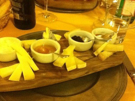 Osteria Il Melone: tagliere di formaggi con marmellata fatta dallo chef