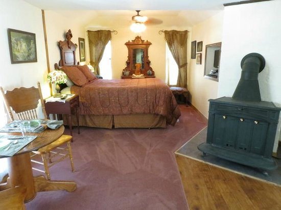The Benton Place Inn: Cliffside Suite with Fireplace