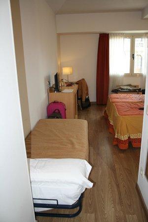 Hotel Sagrada Familia: habitacion