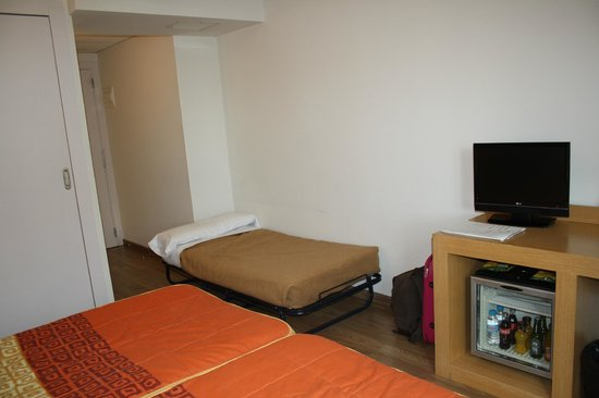 Hotel Sagrada Familia: cama supletoria