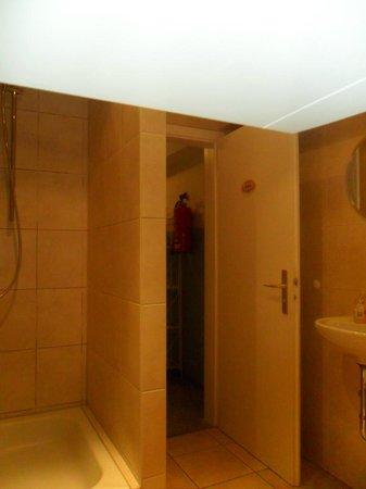 Pension Lindner: Water/ducha planta 3ª, desde dentro