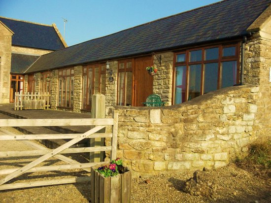 Coombe Barn Holidays: Owl and Badger Cottages