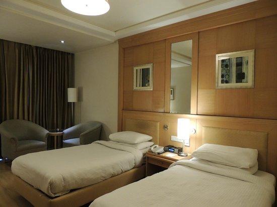 Lemon Tree Premier: Moderna y amplia habitación