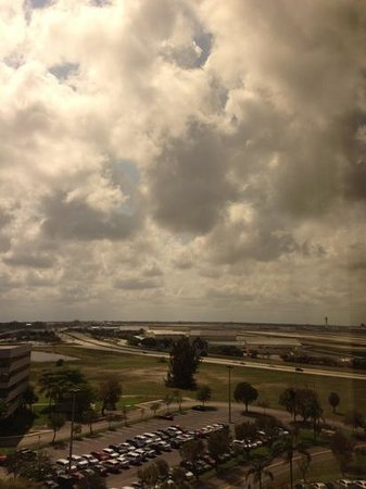 Hilton Palm Beach Airport: close to the airport, but no noise.