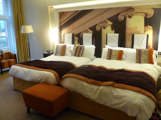 The Midland: 2 Double beds! Very comfy and geat pillows for a great night's sleep