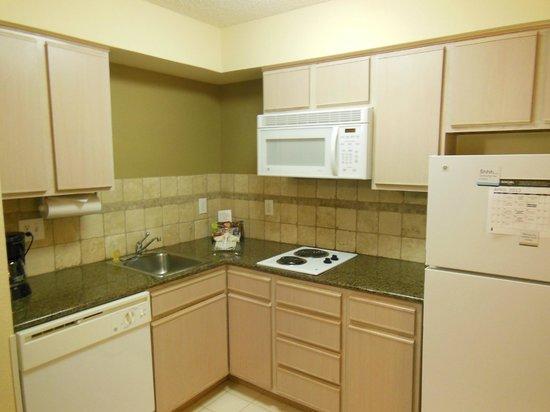Staybridge Suites Denver Tech Center: Kitchen
