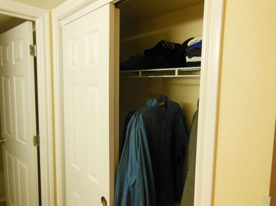 Staybridge Suites Denver Tech Center: Full Closet with Iron/board Laundry basket