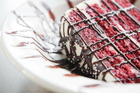 Arni's Restaurant: Red Velvet Cake