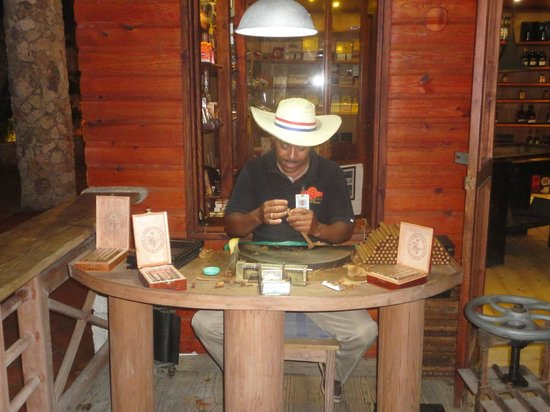 Viva Wyndham Dominicus Palace: Tienda de cigarros