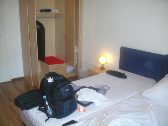 Metropol Hostel Berlin: Good Cupboard for long stays to unpack