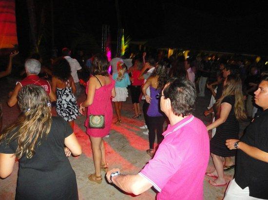 Viva Wyndham Dominicus Palace: Fiesta Aloha en la placita del beach