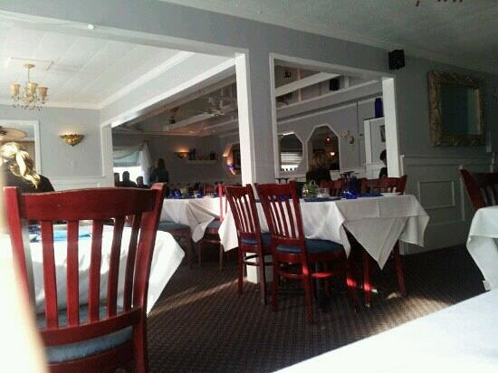 Michael Anthony's Food Bar: the dining room